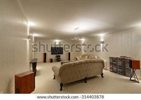 house interior #314403878