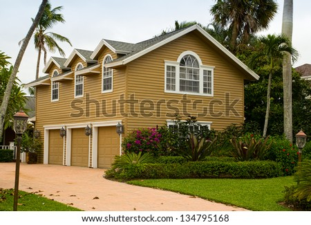 House with a triple garage