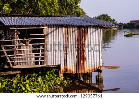 house zinc near the river