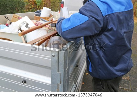 Household clearance, the household contents are placed in a trailer #1573947046