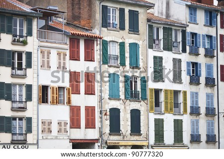 houses and buildings of Bayonne