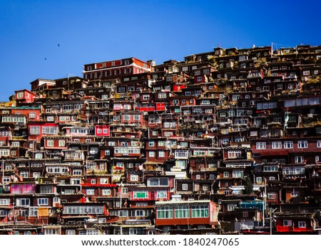 Houses for Tibetan monks and nuns at Larung Gar Buddhist academy, Sertar county in Sichuan China. Photo stock ©