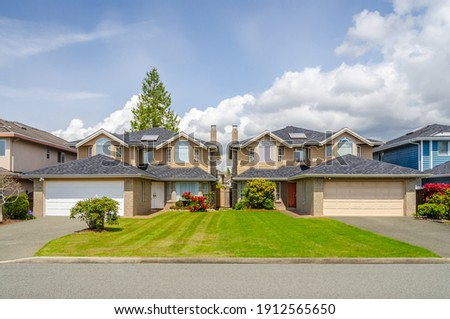 Houses in suburb at Summer in the north America. Luxury houses with nice landscape. ストックフォト ©