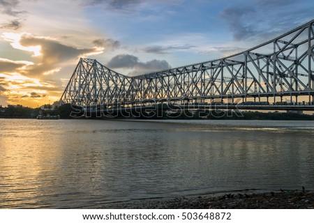 stock photo howrah bridge on river hooghly at sunset howrah bridge is a cantilever bridge with a suspended 503648872 - Каталог — Фотообои «Мосты»