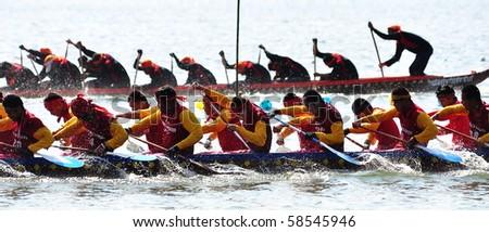 HUA HIN - DECEMBER 27 : Hua Hin Long Boat Competition 2009 on DECEMBER 27, 2009 in The Khotao Lake , Hua Hin, Thailand.