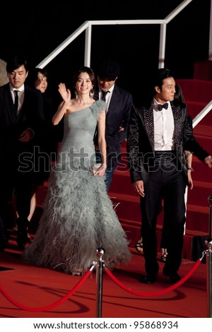 HUA HIN THAILAND - JANUARY 28: A group of Korean Super Stars walk down to greet fans during the red carpet night of 2012 Hua Hin International Film Festival on January 28, 2012, in Hua Hin, Thailand