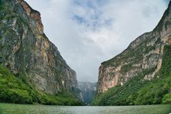 huge canyon in Mexico (canon de sumidero)