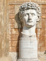 huge head. vatican. More of this motif & more Rome in my port.
