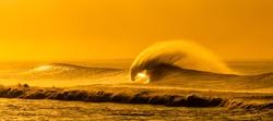 Huge ocean waves showing its beauty