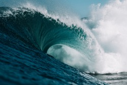 Huge Wave hits Hard on Shallow Reef