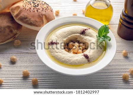 humus with olive oil and arabic bread top view Foto stock ©