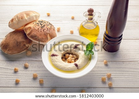 humus with olive oil and arabic bread top view close Foto stock ©