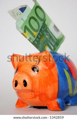 hundred euro and piggy