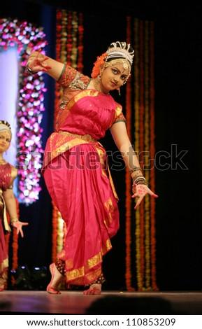 HYDERABAD,AP,INDIA-AUGUST 21:Diciples of Bhagavatula Sethuram perform Bhogini Lasyam during Shatajayanthi celebrations of Vaanamamalai Varadacharyulu on August 21,2012 in Hyderabad,India.