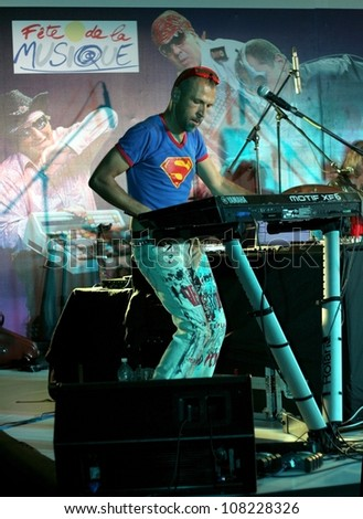 HYDERABAD,AP,INDIA-JUNE 25:Parisian Electro Jazz band performs at Nojazz Concert event at Taj Banjara by Alliance Francaise on June 25,2012 in Hyderabad,Ap,India.Band performed in about 40 countries.