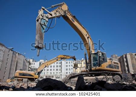 Hydraulic hammer on demolitiom of old buildings