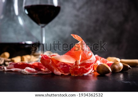 Iberian Ham. acorn-fed Iberian ham. Iberian ham with a glass of wine Photo stock ©
