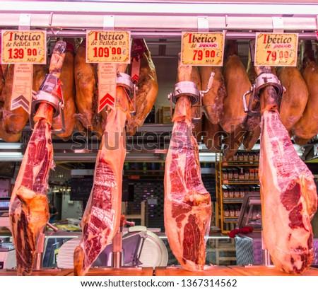 Iberian Ham (Jamon Ibérico) - Mercado de la Bretxa, San Sebastián Foto stock ©