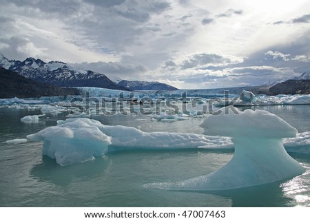 Ice blocks in lake onelli