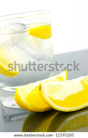 Ice water with a slice of lemon