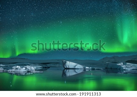 Icebergs under the Northern Lights #191911313