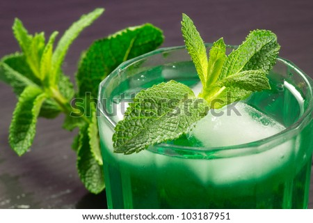 iced mint drink with mint leaf