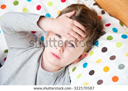 Ill little boy in the bed. Foto stock ©