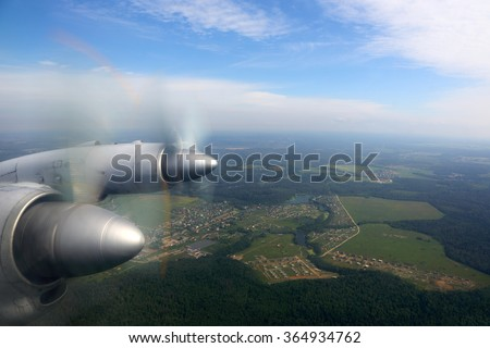 Ilyushin IL-18 old civil propeller airliner, wing view on engines. Foto stock ©