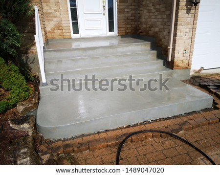 Image example of different steps to properly prepare and resurface an old chipped concrete staircase to a renewed finish.
