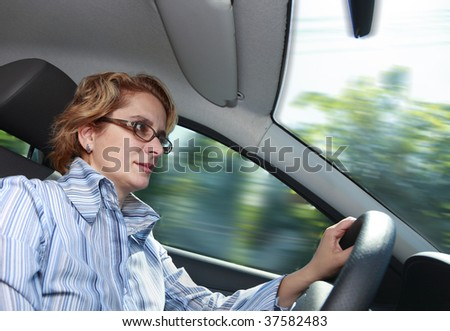 Image of a businesswoman driving a car.