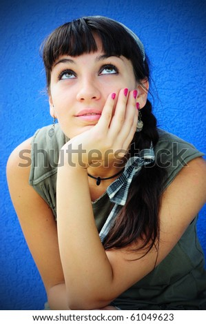 Image of a girl daydreaming