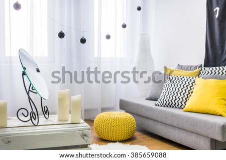 Image of a grey and yellow living room #385659088