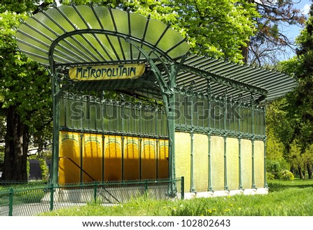 Image of an ancient Parisian underground entrance