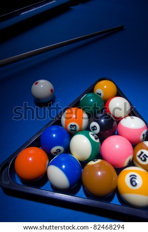 Image of blue billiard table with all the balls in triangle shape