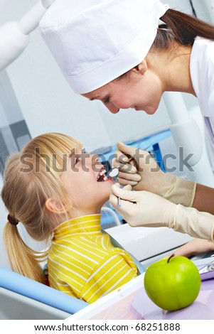 Image of dental checkup given to little girl by dentist
