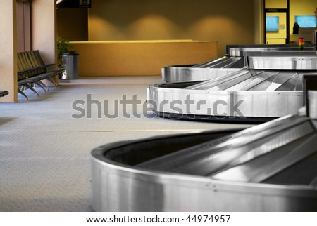 Image of the baggage pick up area at an airport