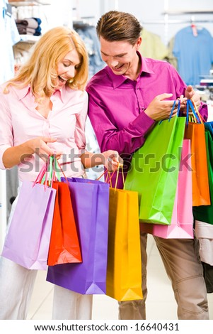 Image of woman holding by manâ??s hand in the shop