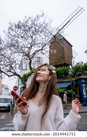 Image of young tourist girl in Paris with the Moulin de la Galette behind Photo stock ©