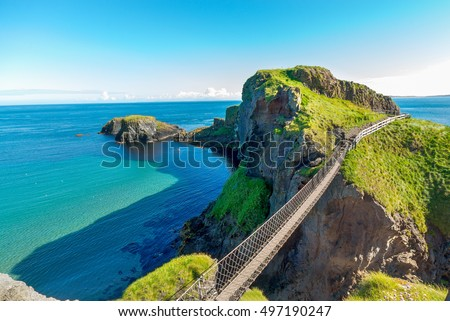 in Northern Ireland rope bridge, Carrick-a-Rede Foto stock ©