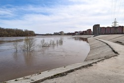 In the spring, the Ufa River flooded the embankment of the city of Ufa