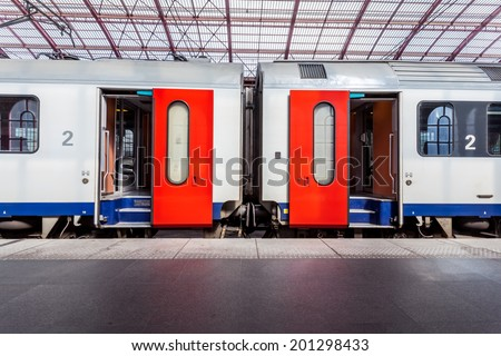 in the train station wait a train whit open doors