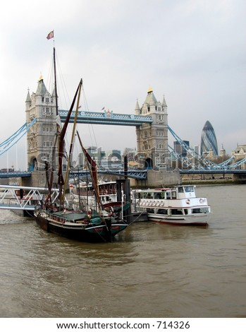 In the vicinity of Tower Bridge - yachts, boats, river banks