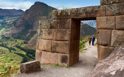 Inca doorway at Qantus Raqay in the Sacred Valley of the Incas in Peru, South America.