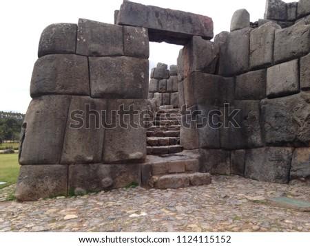Inca ruins at Cuzco, Perú #1124115152