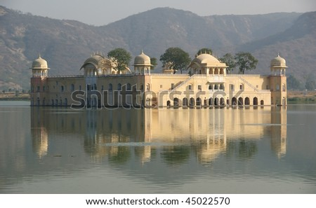 India, Jaipur, is the capital of the Indian state of Rajasthan. The palace Dzhal-Mahal.