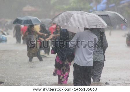 India Mumbai going to collage in Heavy rainfall hey Siri