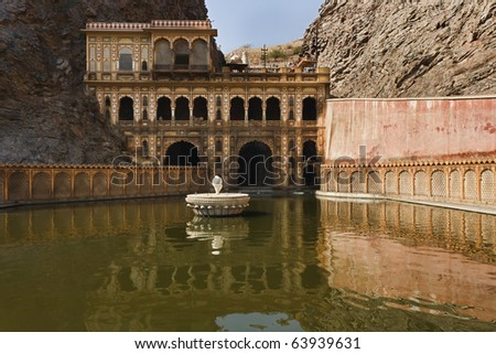 India, Rajasthan, Jaipur, one of the many hindu temples in Galtaji, 11 km away from Jaipur