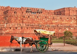 Indian carriage with horse is waiting of passengers at the entrance to Agra Fort. Agra, Uttar Pradesh, India