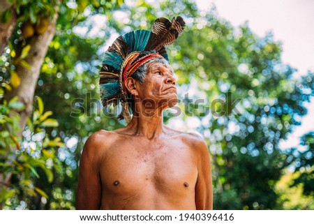 Indian from the Pataxó tribe, with feather headdress. Elderly Brazilian Indian looking to the right