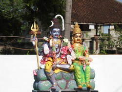 Indian Hindu God and Goddess statue. Lord Shiva and Parvathi.